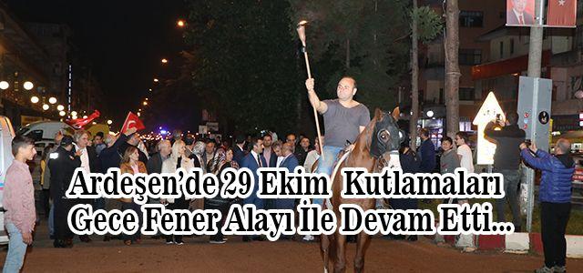 29 Ekim Cumhuriyet Bayramı dolayısıyla Ardeşen'de Fener Alayı yürüyüşü