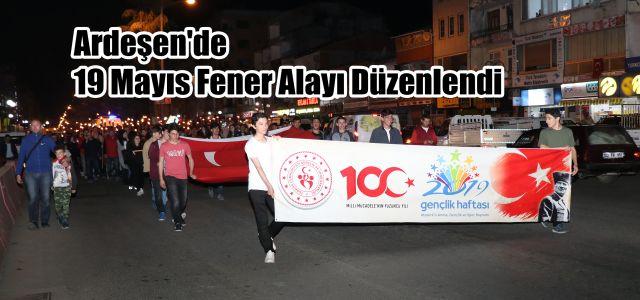 Ardeşen'de 19 Mayıs Fener Alayı Düzenlendi