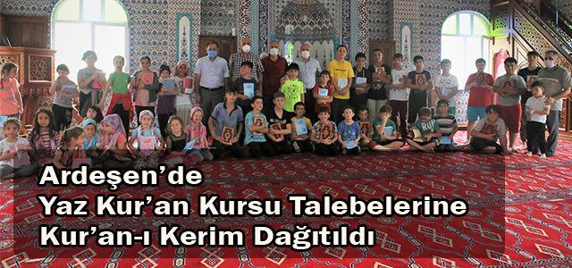 Ardeşen'de Yaz Kur'an Kursu Talebelerine Kur'an-ı Kerim Dağıtıldı