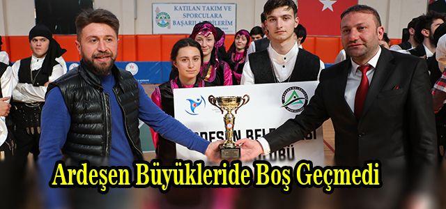 Büyükler Kategorisinde İlk Yarışmalarına Rağmen Kupa Almayı Başardılar.