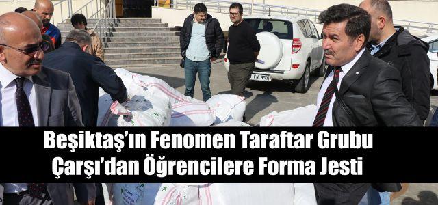 Çarşı Grubundan İlçedeki Okullara Beşiktaş Forması ve Eşofman Hediye Edildi