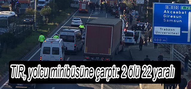 TIR, yolcu minibüsüne çarptı: 2 ölü 22 yaralı