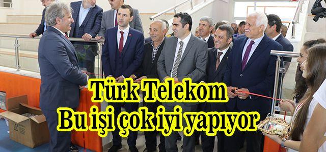 Türk Telekom Anadolu Lisesinden 4006 TÜBİTAK Bilim Fuarı gerçekleştirildi.
